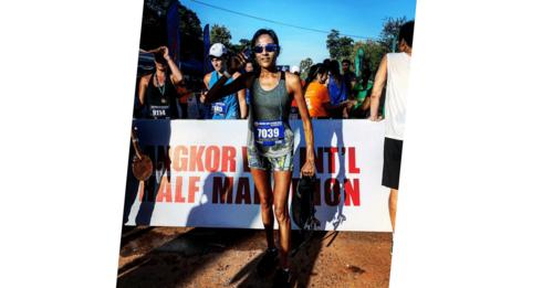runner at angkor wat half marathon